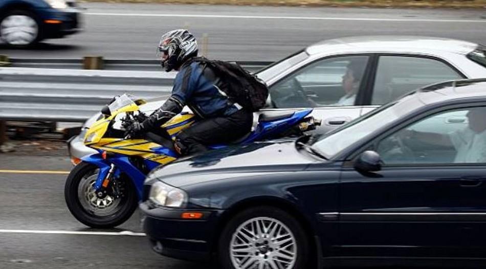 Comment faire des dépassements en moto ?